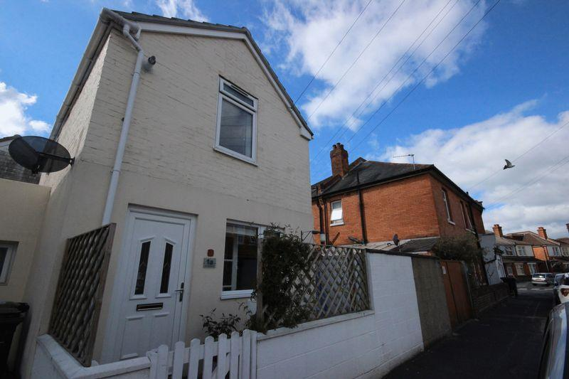 2 Bedrooms Detached House for sale in Scotter Road, Pokesdown, Bournemouth