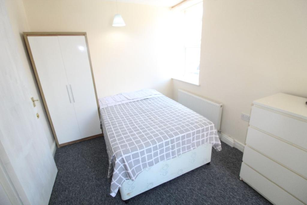 4 Bedrooms House Share for rent in Cranbourne Road, L15 2HZ
