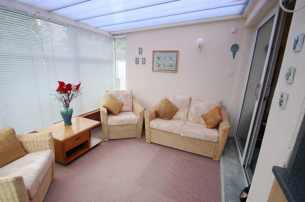 3 Bedrooms Detached Bungalow for sale in Pleckgate Road, Pleckgate, Blackburn