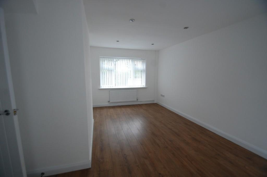 3 Bedrooms Semi Detached House for sale in Mowbray Avenue, Whinny Heights, Blackburn