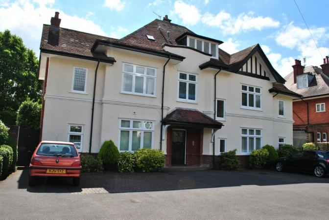 2 Bedrooms Flat for sale in Portchester Road, Charminster