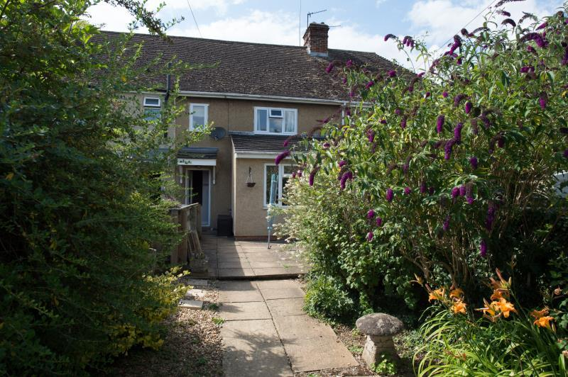 2 Bedrooms Terraced House for sale in Curbridge Road, Ducklington, Witney, Oxfordshire