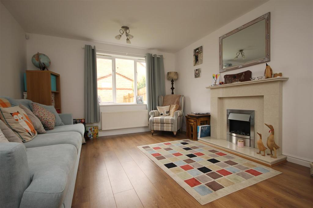 3 Bedrooms Semi Detached House for sale in Intrepid Close Seaton Carew, Hartlepool