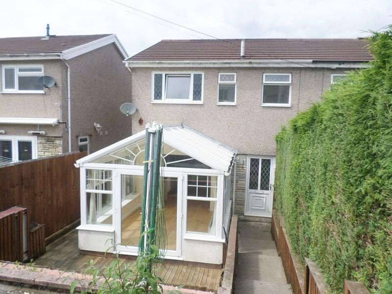 3 Bedrooms Semi Detached House for sale in Kensington Drive, Porth