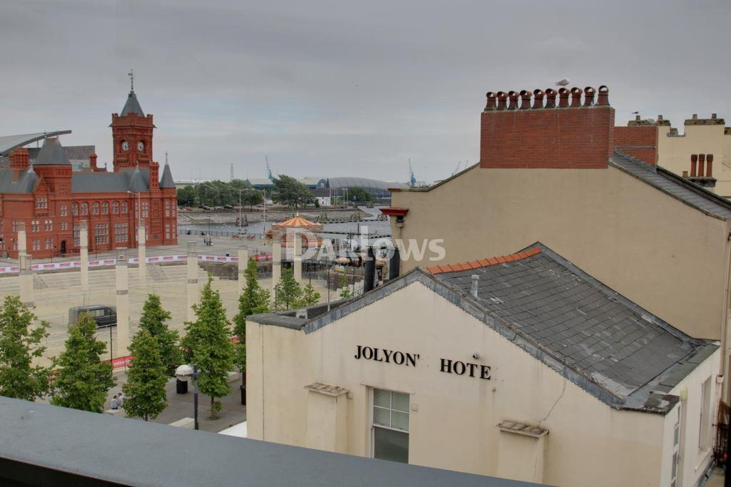 2 Bedrooms Flat for sale in Quayside, Cardiff Bay
