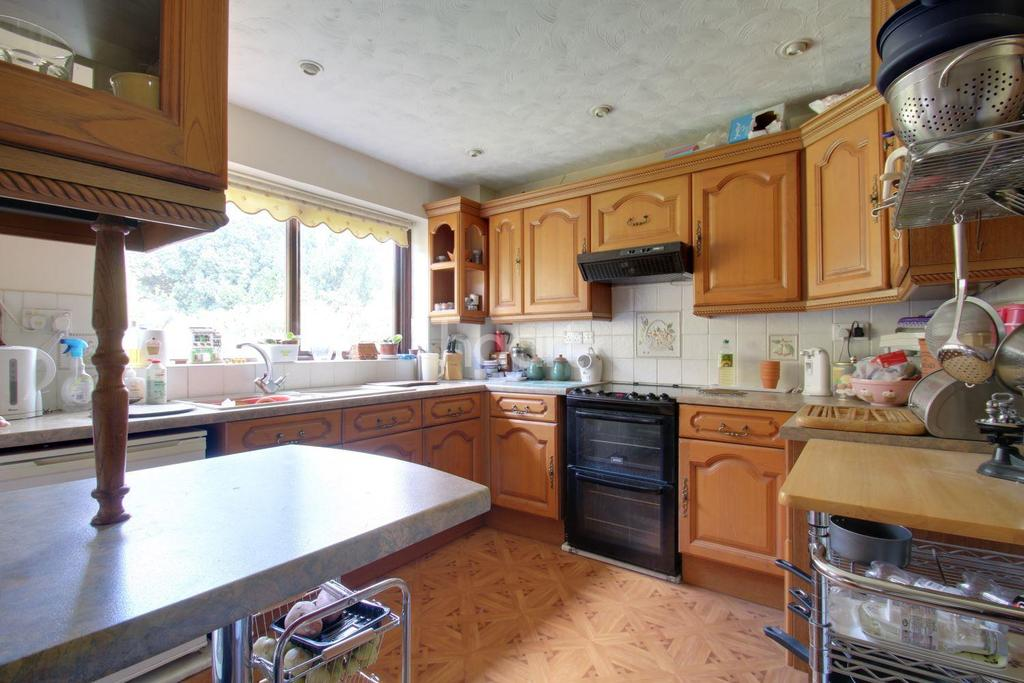 4 Bedrooms Bungalow for sale in St Johns, Colchester, CO4