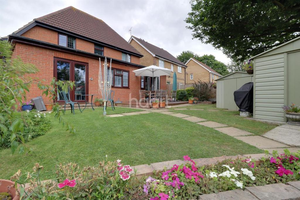 4 Bedrooms Detached House for sale in Four Sisters Close, Leigh-On-Sea
