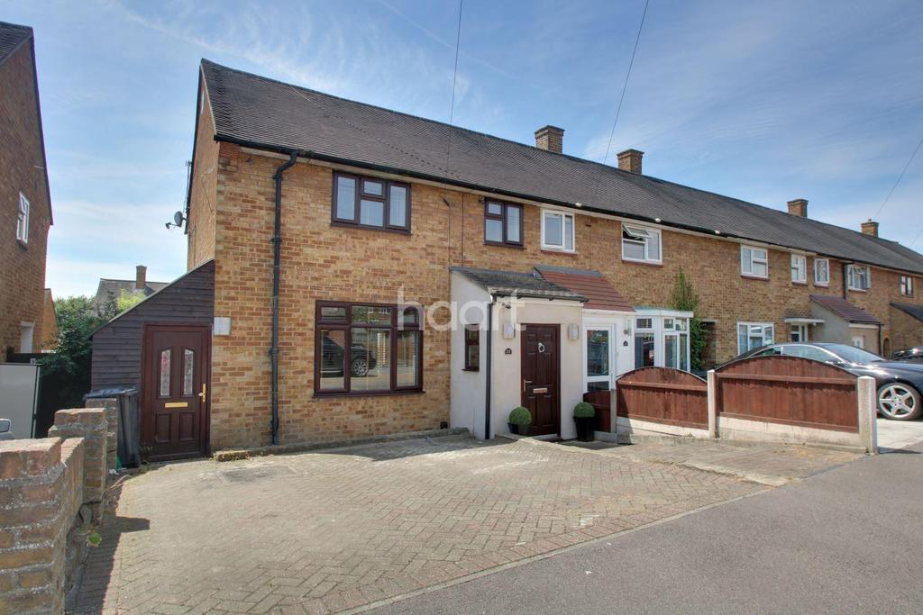 3 Bedrooms Terraced House for sale in Tiverton Grove, RM3 9UA