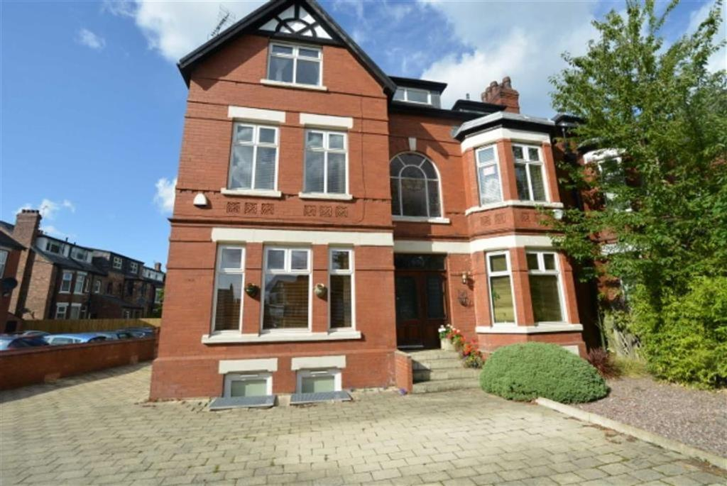 2 Bedrooms Flat for sale in Wilbraham Road, CHORLTON, Manchester
