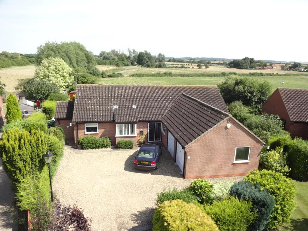 3 Bedrooms Detached Bungalow for sale in Easthorpe View, Bottesford, Nottingham