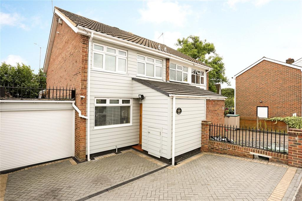 3 Bedrooms Semi Detached House for sale in Wroths Path, Loughton, Essex, IG10