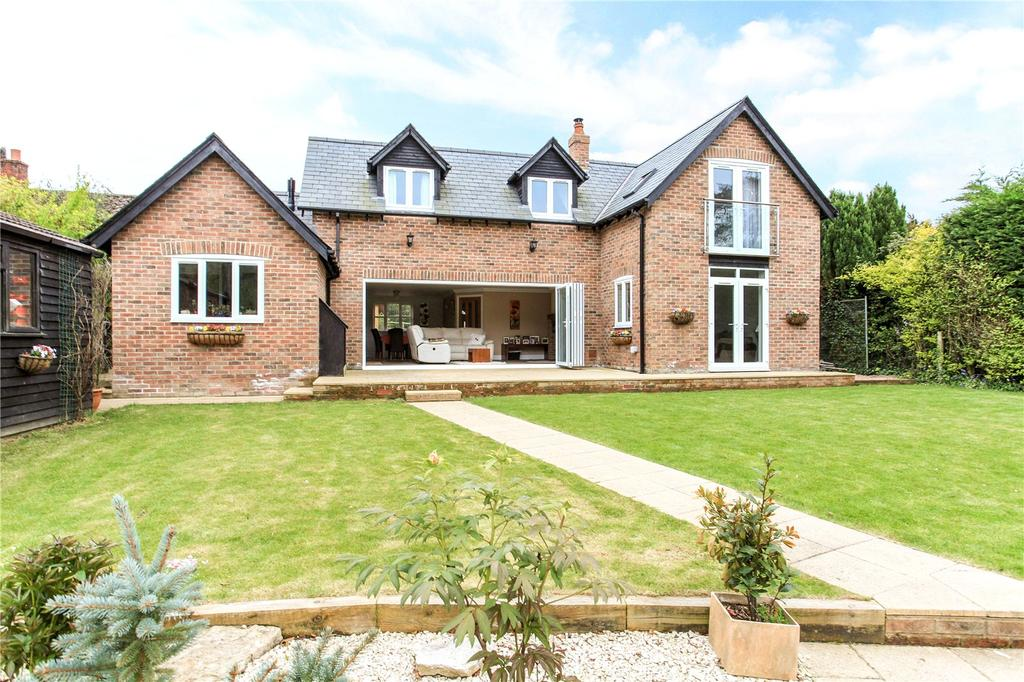 4 Bedrooms Detached House for sale in Tisbury Road, Fovant, Salisbury