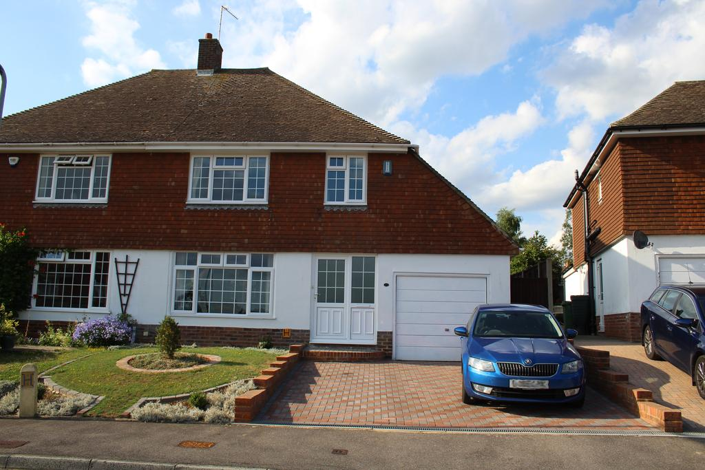 3 Bedrooms Semi Detached House for sale in Plumtrees, Barming, Maidstone ME16