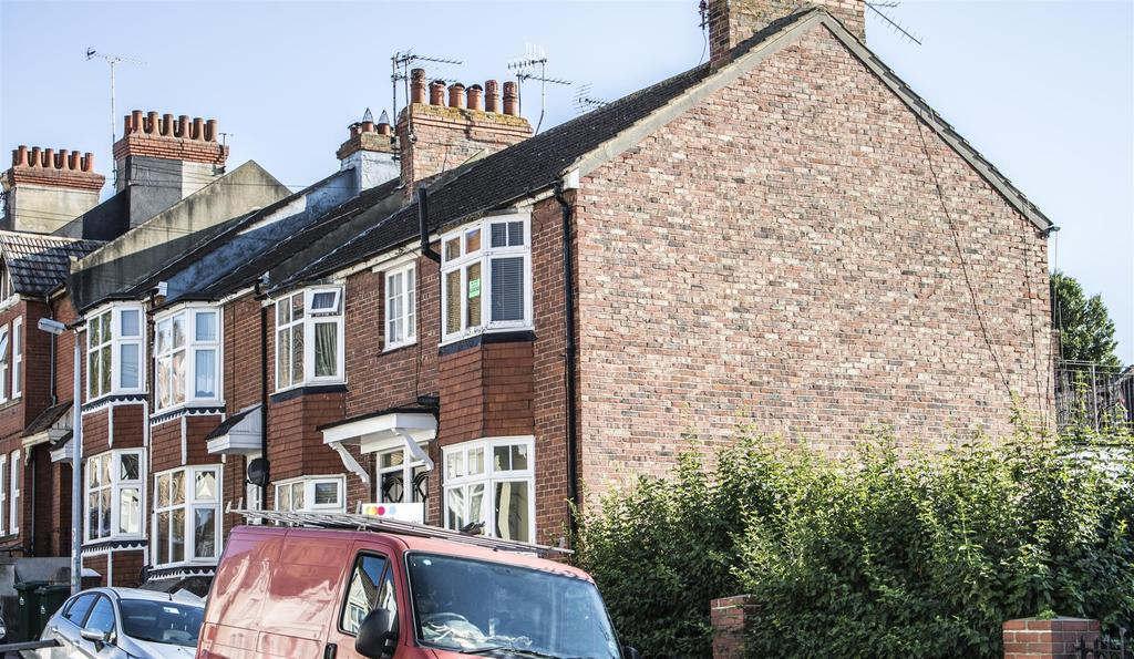 1 Bedroom Flat for sale in Whippingham Road