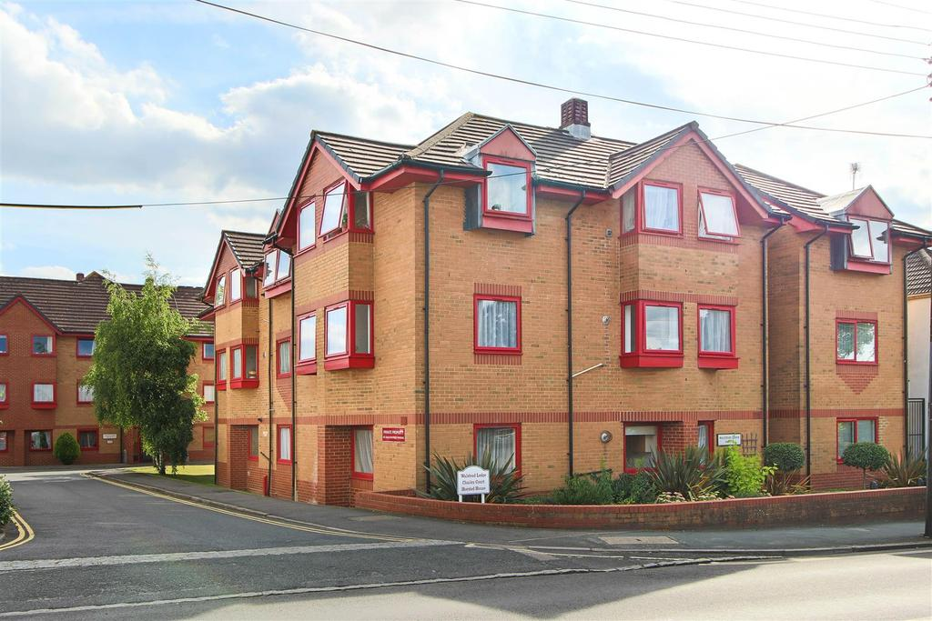 2 Bedrooms Flat for sale in Franklynn Road, Haywards Heath
