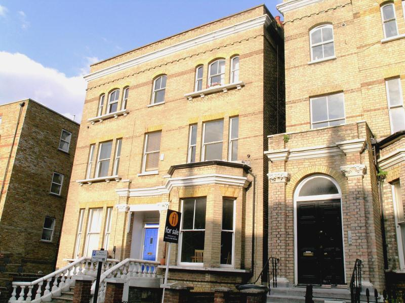 3 Bedrooms Flat for sale in Victoria Rise, Battersea, SW4