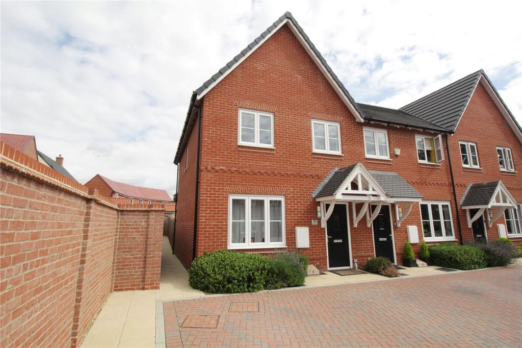 3 Bedrooms End Of Terrace House for sale in Abingdon Close, Laindon, Essex, SS15