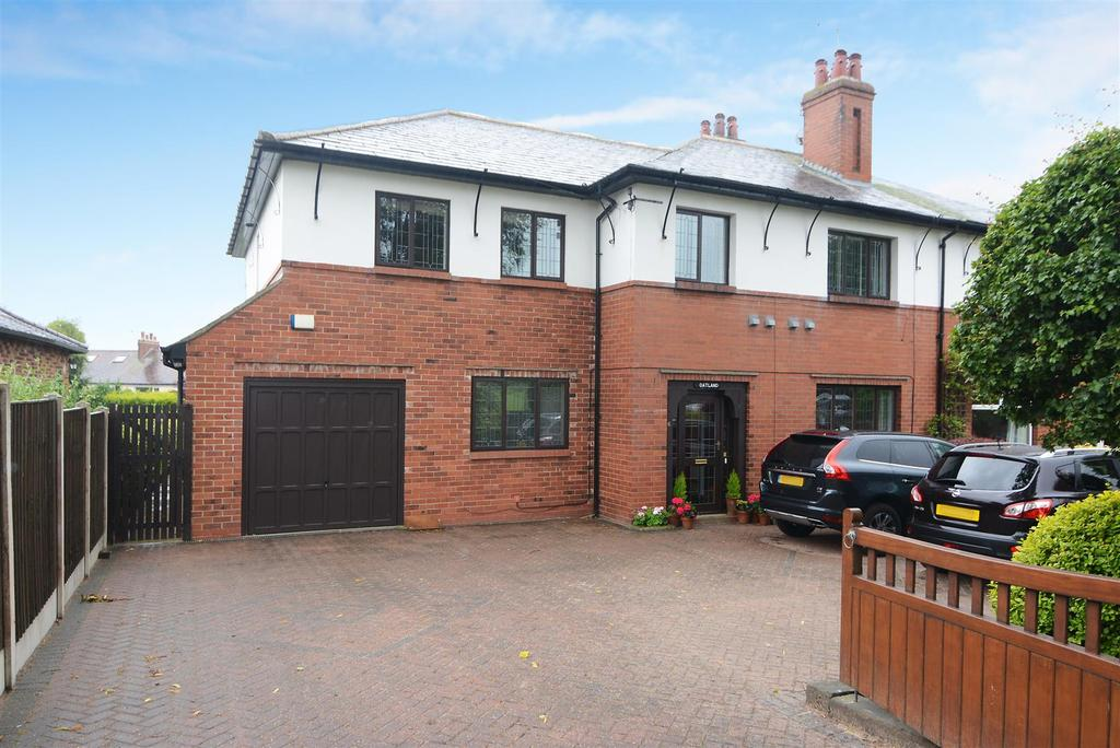5 Bedrooms Semi Detached House for sale in Brownberrie Lane, Horsforth