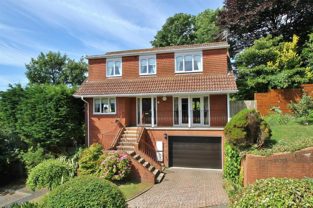 4 Bedrooms Detached House for sale in Treetops Close