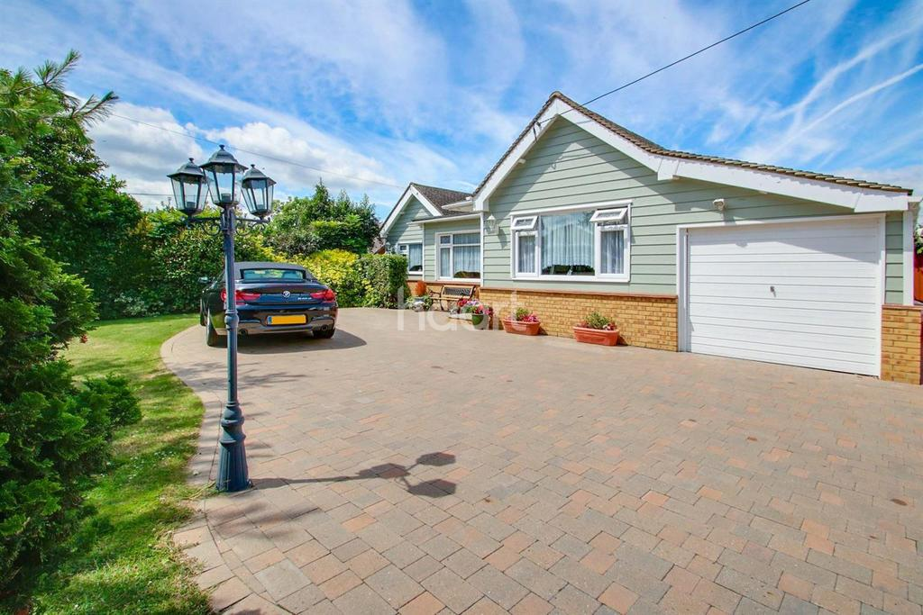 2 Bedrooms Bungalow for sale in Blackmore Avenue, Canvey Island