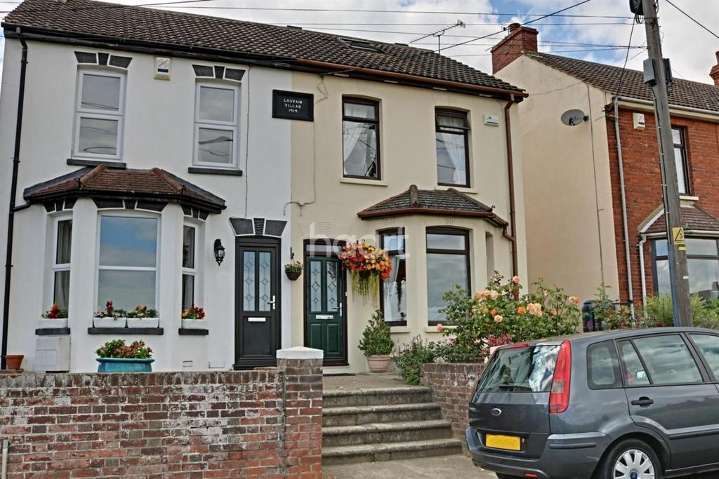 3 Bedrooms Semi Detached House for sale in Station Road, Cliffe, ME3