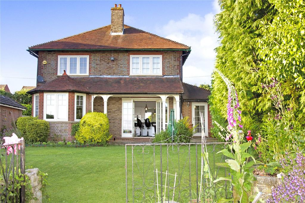 3 Bedrooms Detached House for sale in Heath End Road, Flackwell Heath, Buckinghamshire, HP10