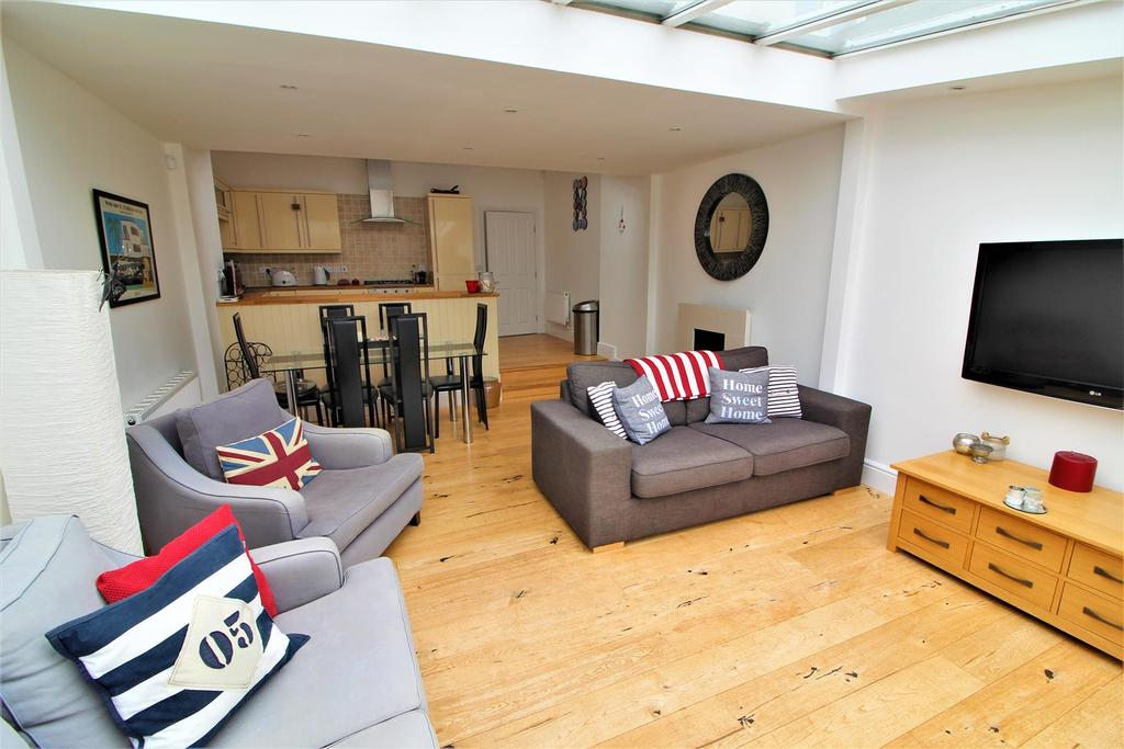 4 Bedrooms Town House for sale in Hadleigh Road, Frinton-On-Sea