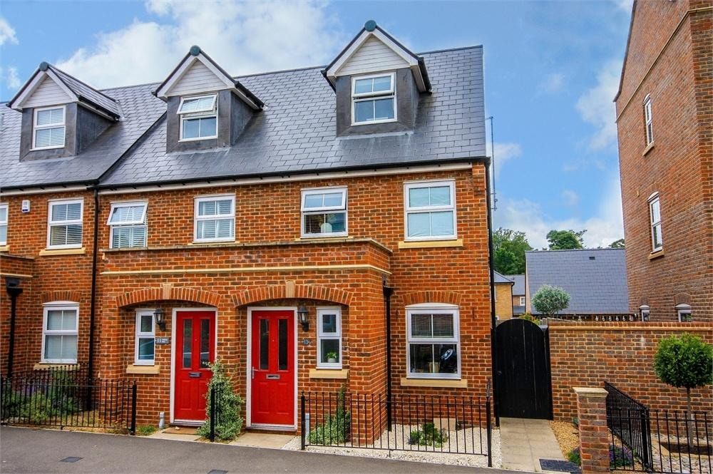 3 Bedrooms End Of Terrace House for sale in 13 Watson Way, Stansted Mountfitchet, Essex