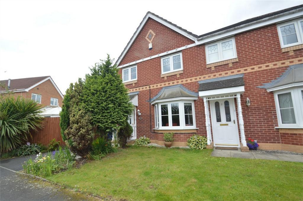 3 Bedrooms Semi Detached House for sale in Meshaw Close, MANCHESTER