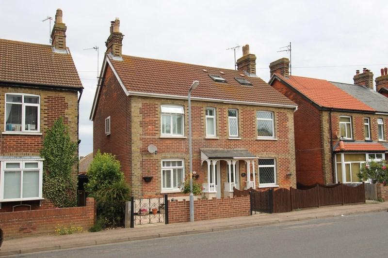 2 Bedrooms Semi Detached House for sale in Naze Park Road, Walton On The Naze