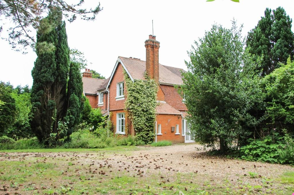3 Bedrooms Semi Detached House for sale in London Road, Newmarket