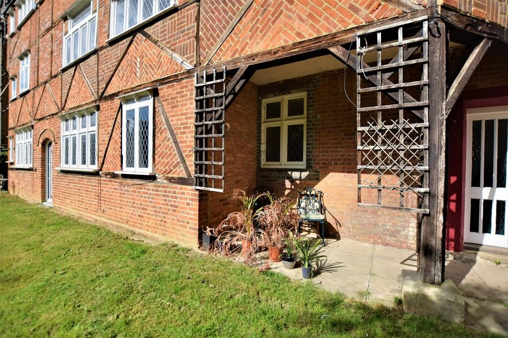 2 Bedrooms Apartment Flat for sale in Buckingham Court, Dunmow