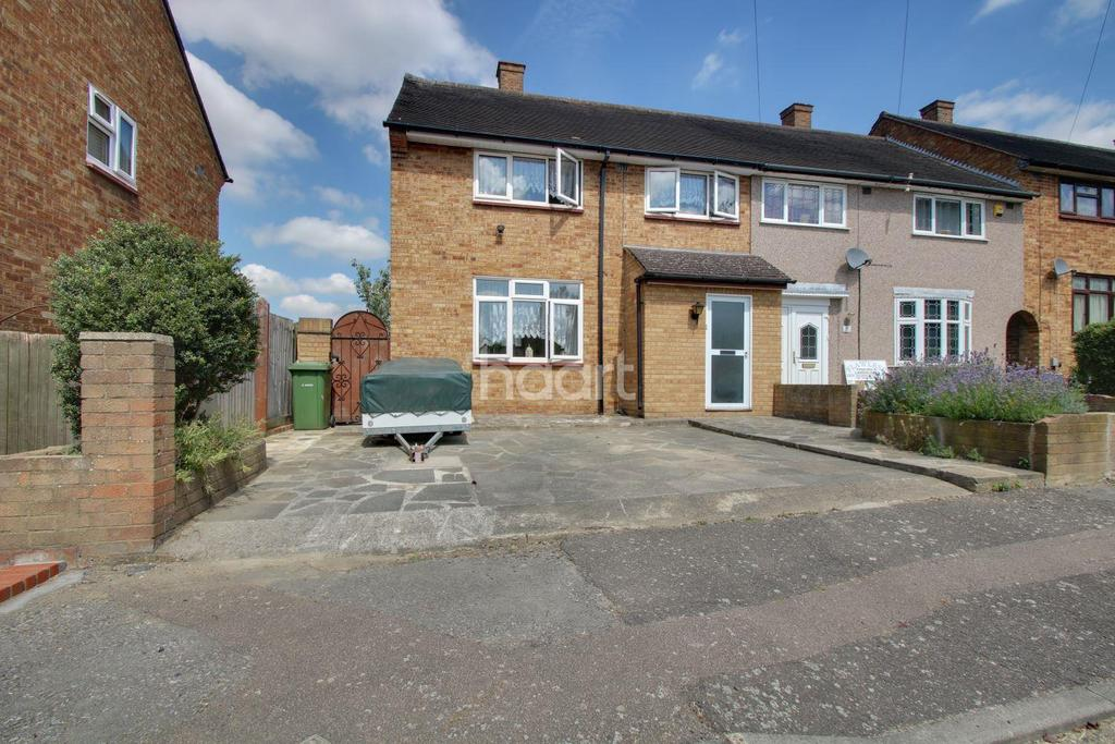3 Bedrooms End Of Terrace House for sale in Penzance Gardens RM3 9NP