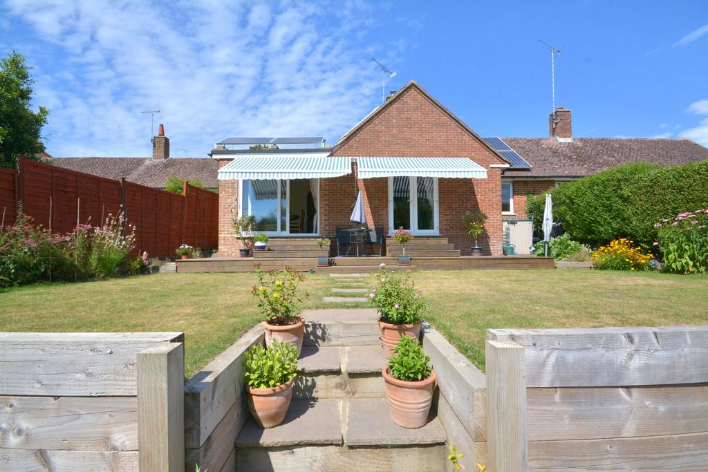 2 Bedrooms Semi Detached Bungalow for sale in Pulborough