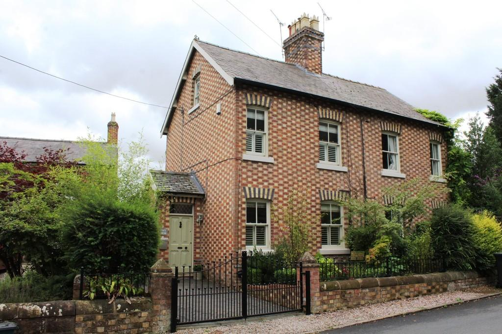 2 Bedrooms Semi Detached House for sale in Rowton Lane, Chester