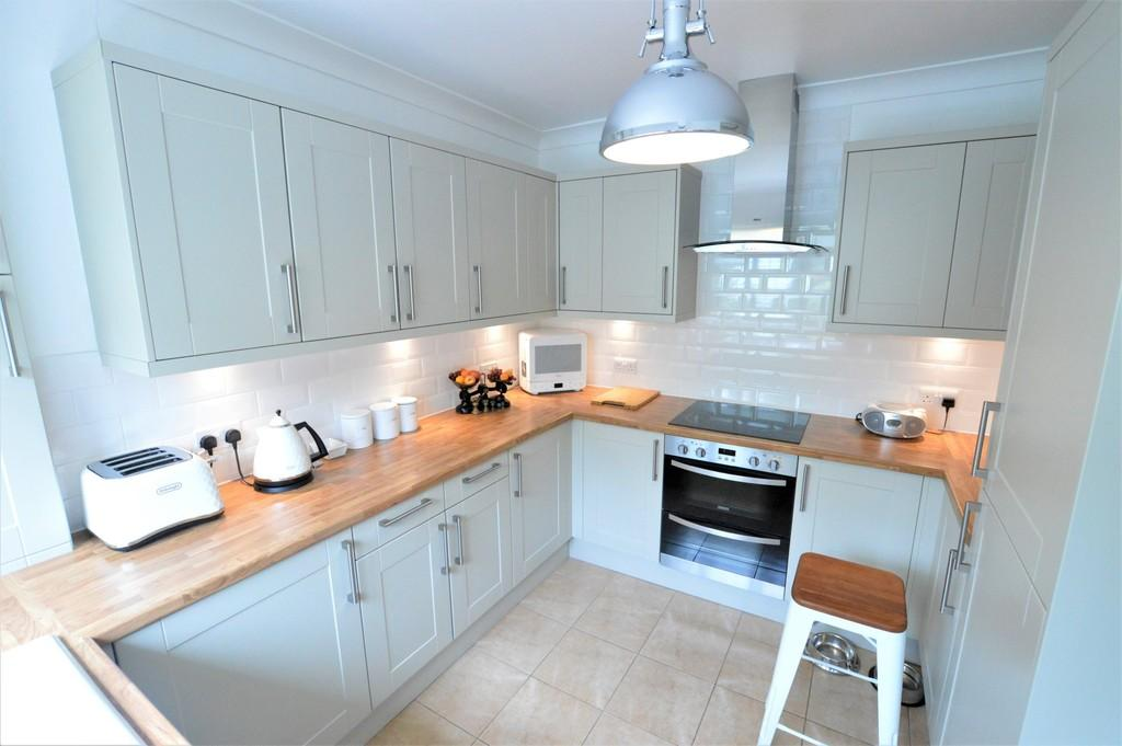2 Bedrooms Terraced House for sale in Arsenal Road, Eltham SE9