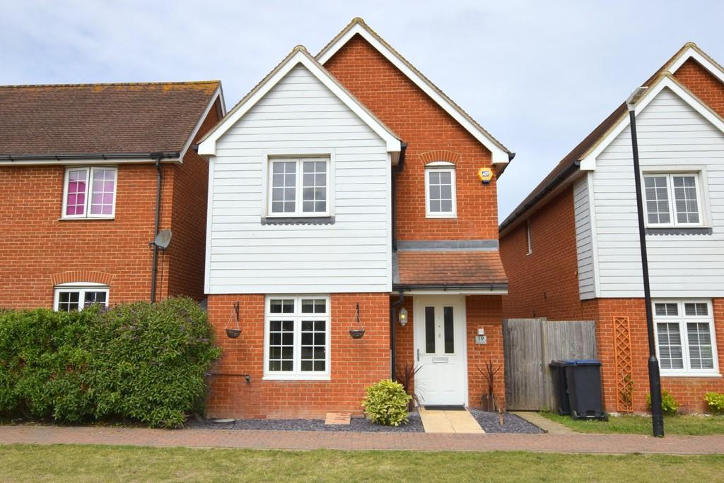 3 Bedrooms Detached House for sale in Barnes Way, Beltinge, Herne Bay