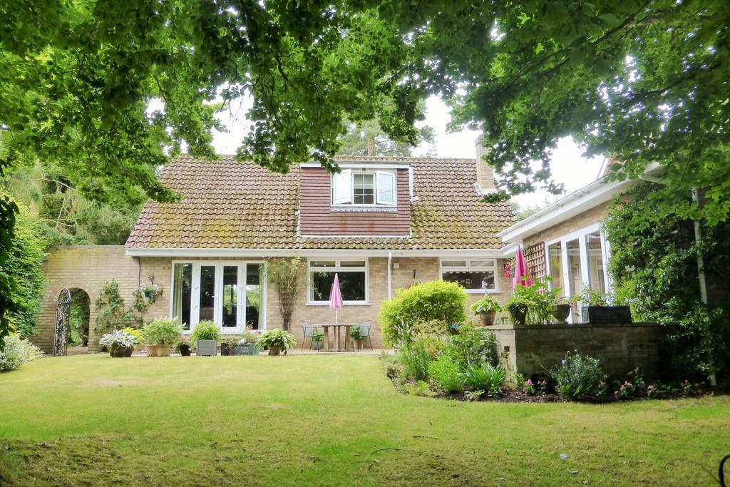 4 Bedrooms Chalet House for sale in Old Costessey