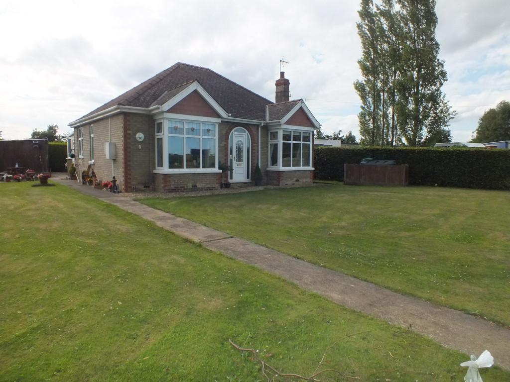 2 Bedrooms Detached Bungalow for sale in Marsh Road, Sutterton