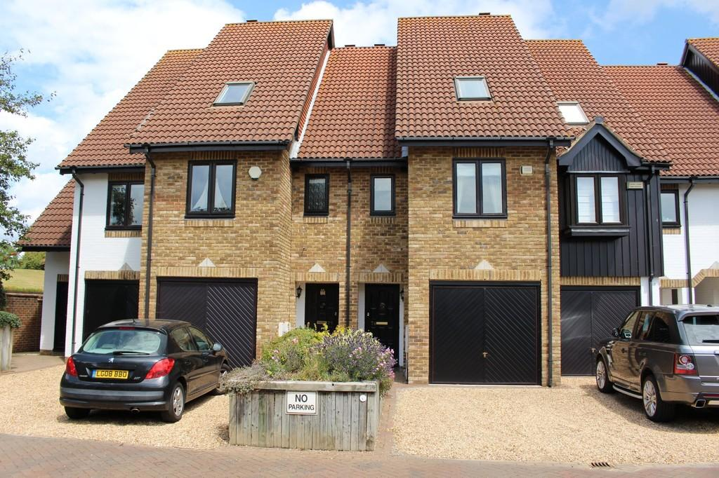 3 Bedrooms Town House for sale in Endeavour Way, Hythe