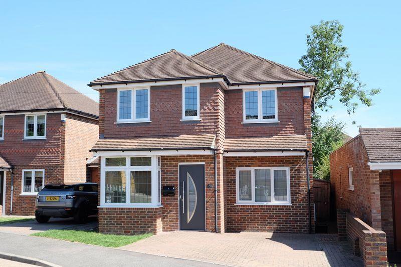 4 Bedrooms Detached House for sale in Faesten Way, Bexley