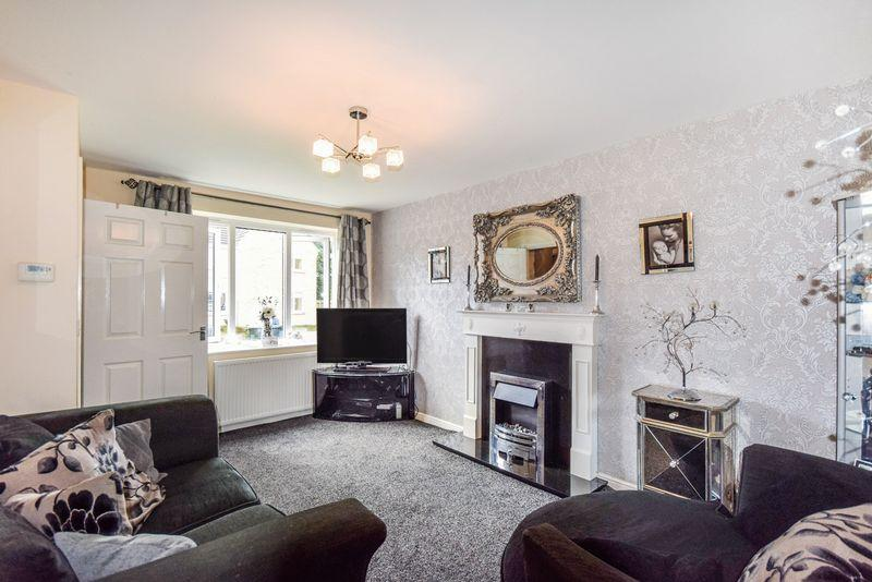 2 Bedrooms Semi Detached House for sale in Oswin Gardens, Shipley
