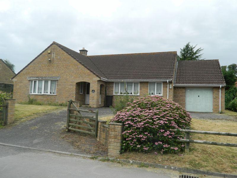 2 Bedrooms Bungalow for sale in Buttle Close, Shepton Beauchamp
