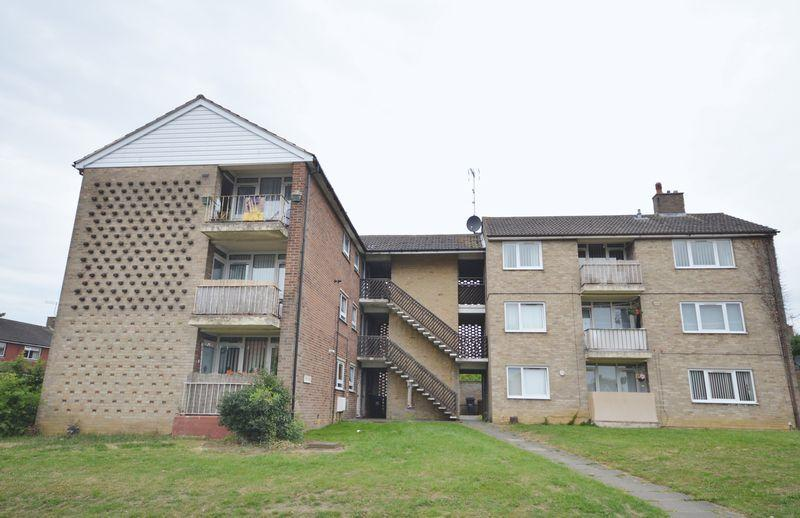 2 Bedrooms Apartment Flat for sale in Greenhill Rise, Corby