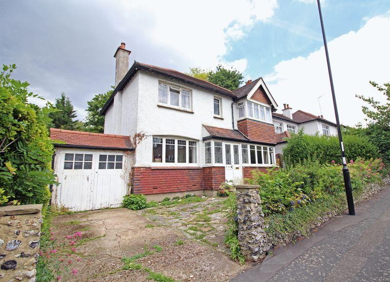 3 Bedrooms Detached House for sale in Purley Oaks Road, Sanderstead, Surrey