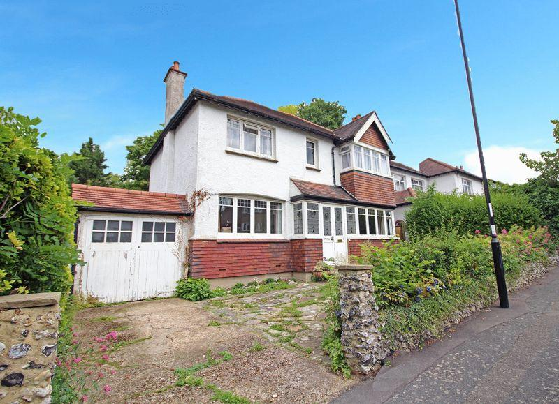 4 Bedrooms Detached House for sale in Purley Oaks Road, Sanderstead, Surrey
