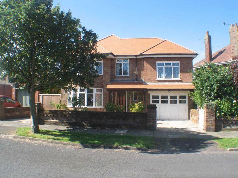 4 Bedrooms Detached House for sale in Wyresdale Avenue, Poulton-Le-Fylde