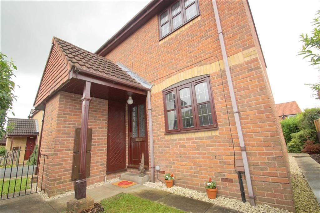 2 Bedrooms Town House for sale in Longfield Drive, Leeds