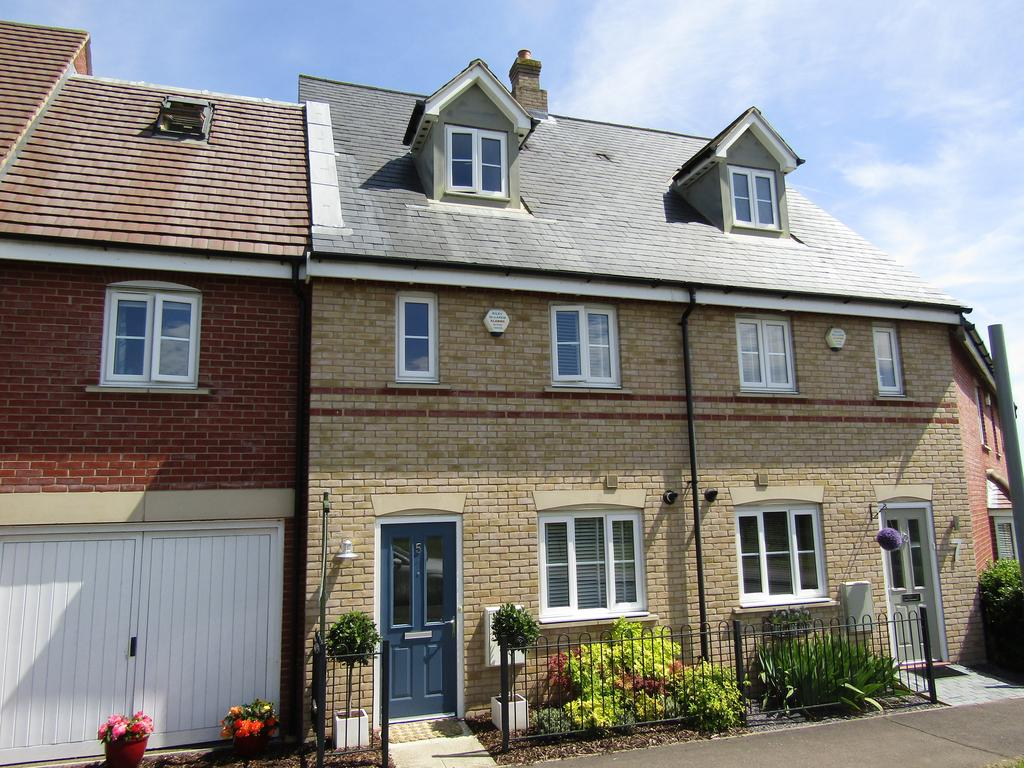3 Bedrooms Town House for sale in Valerian Way, Stotfold, SG5 4ET