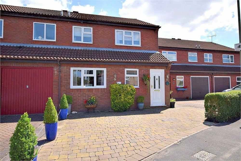3 Bedrooms Semi Detached House for sale in Shirley Road, ABBOTS LANGLEY, Hertfordshire